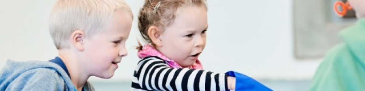 Børn med Sprogsporets poser