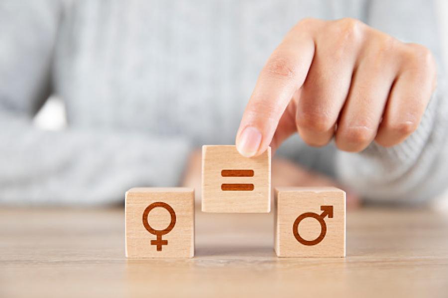 Ligestilling sat op medd legklodser