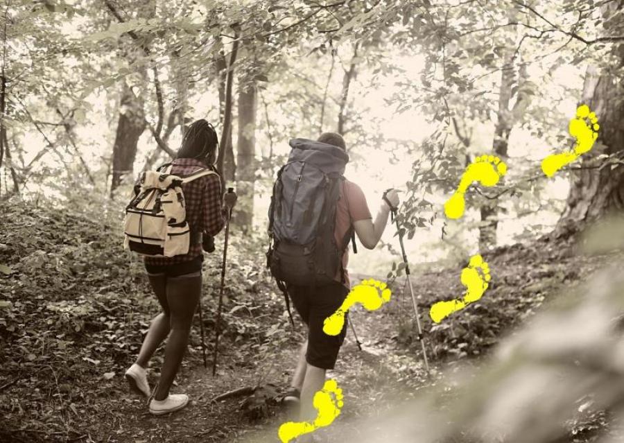 Kvinde og mand på vandretur